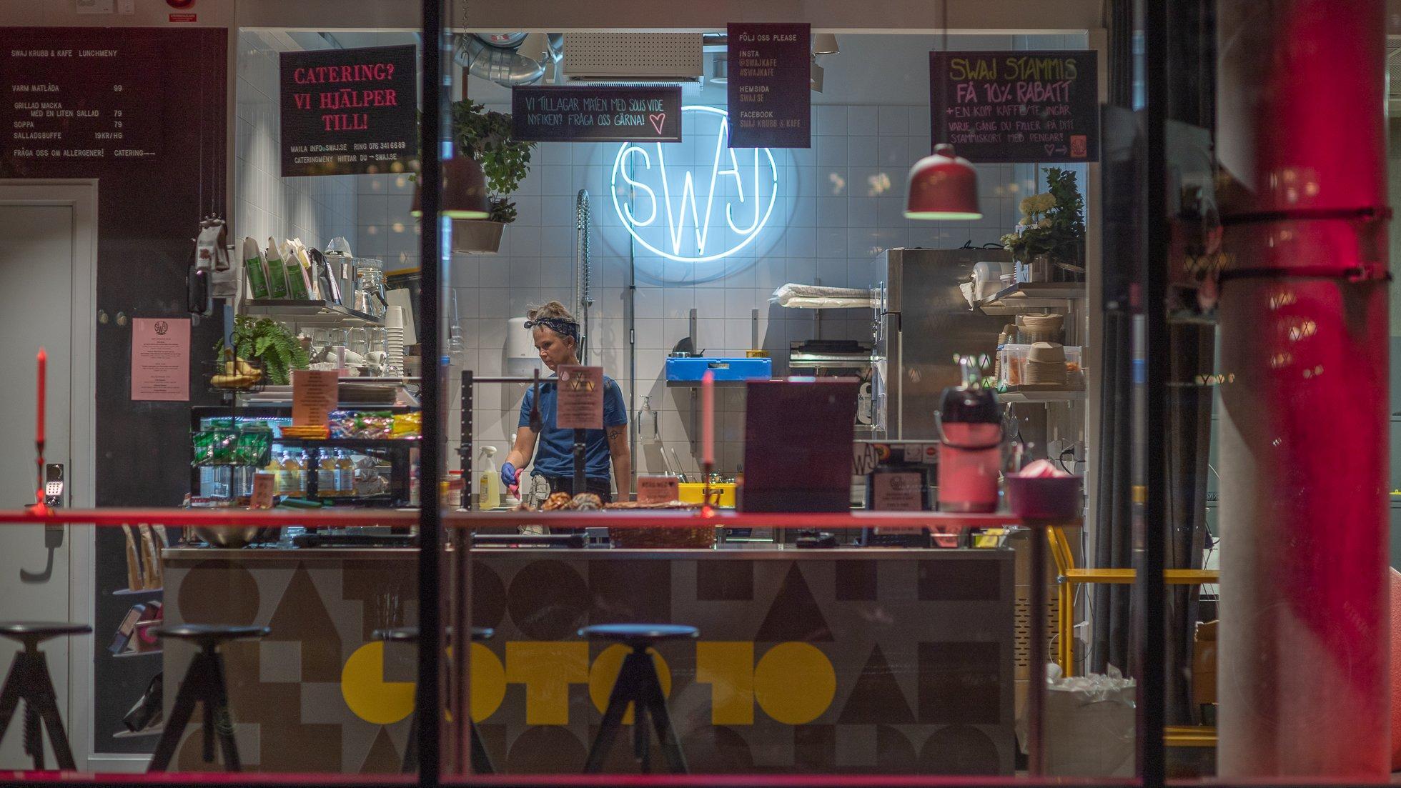 SWAJ Krubb & Kafé syns genom ett fönster