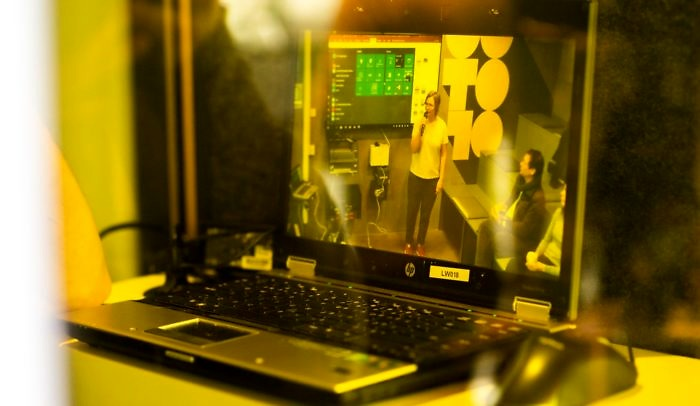 Datorskärm med bild på event vid Goto10.